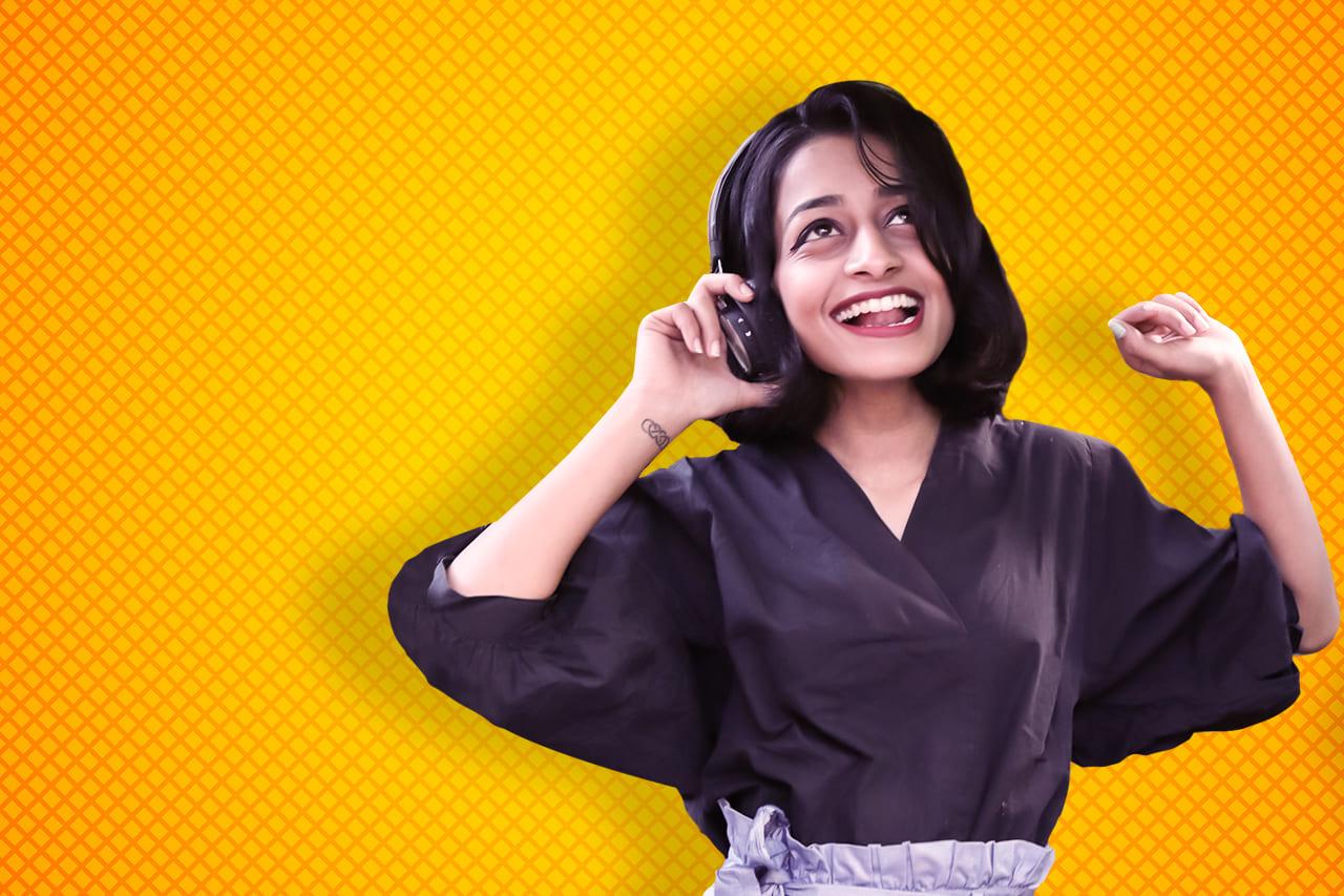 Host Aayushi